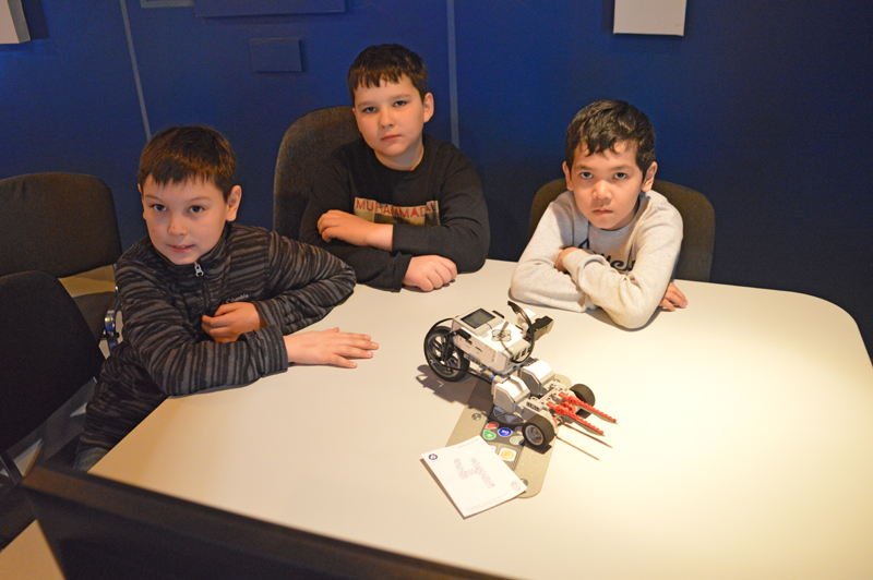 Фото к Турнир 3х робототехников